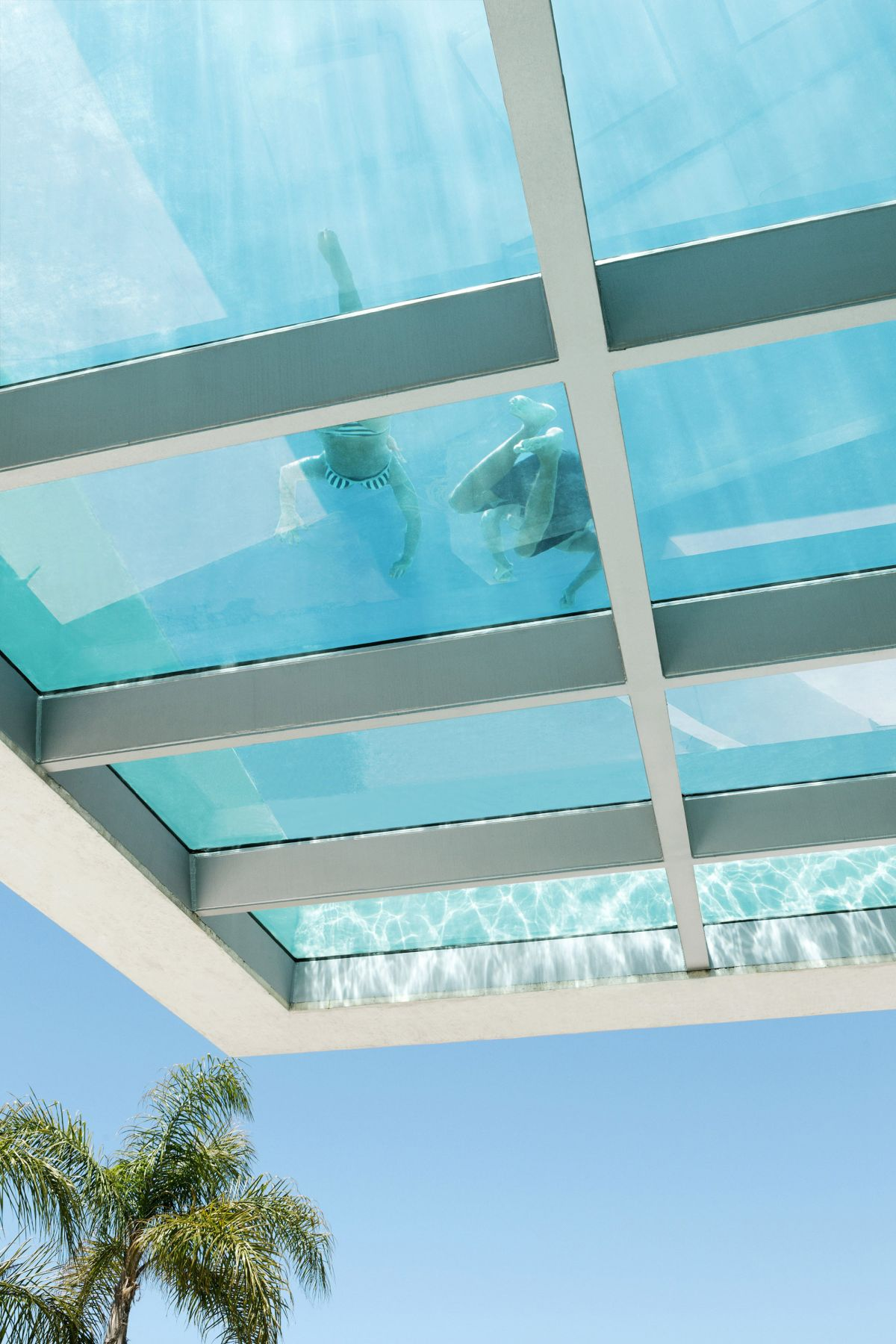 Piscina Marbella See Through Swimming Pools Reveal A World Full Of Surprises