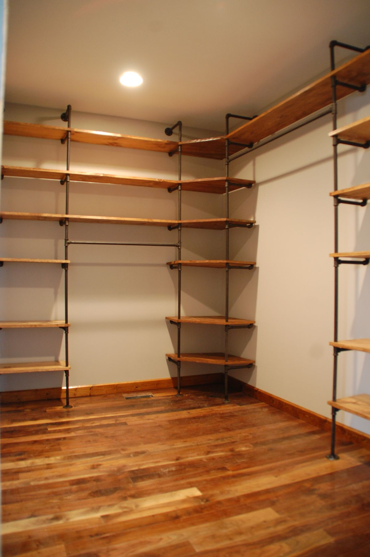 Industrial Wardrobes How To Customize A Closet For Improved Storage Capacity