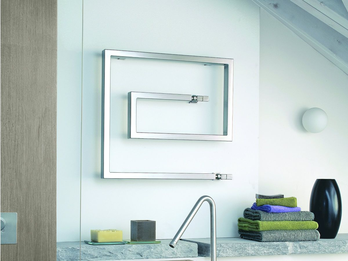Cozy Attractive Shelf And Towel Rail Vignette Bathtub Ideas ...