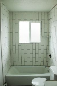 how to tile a bathtub surround