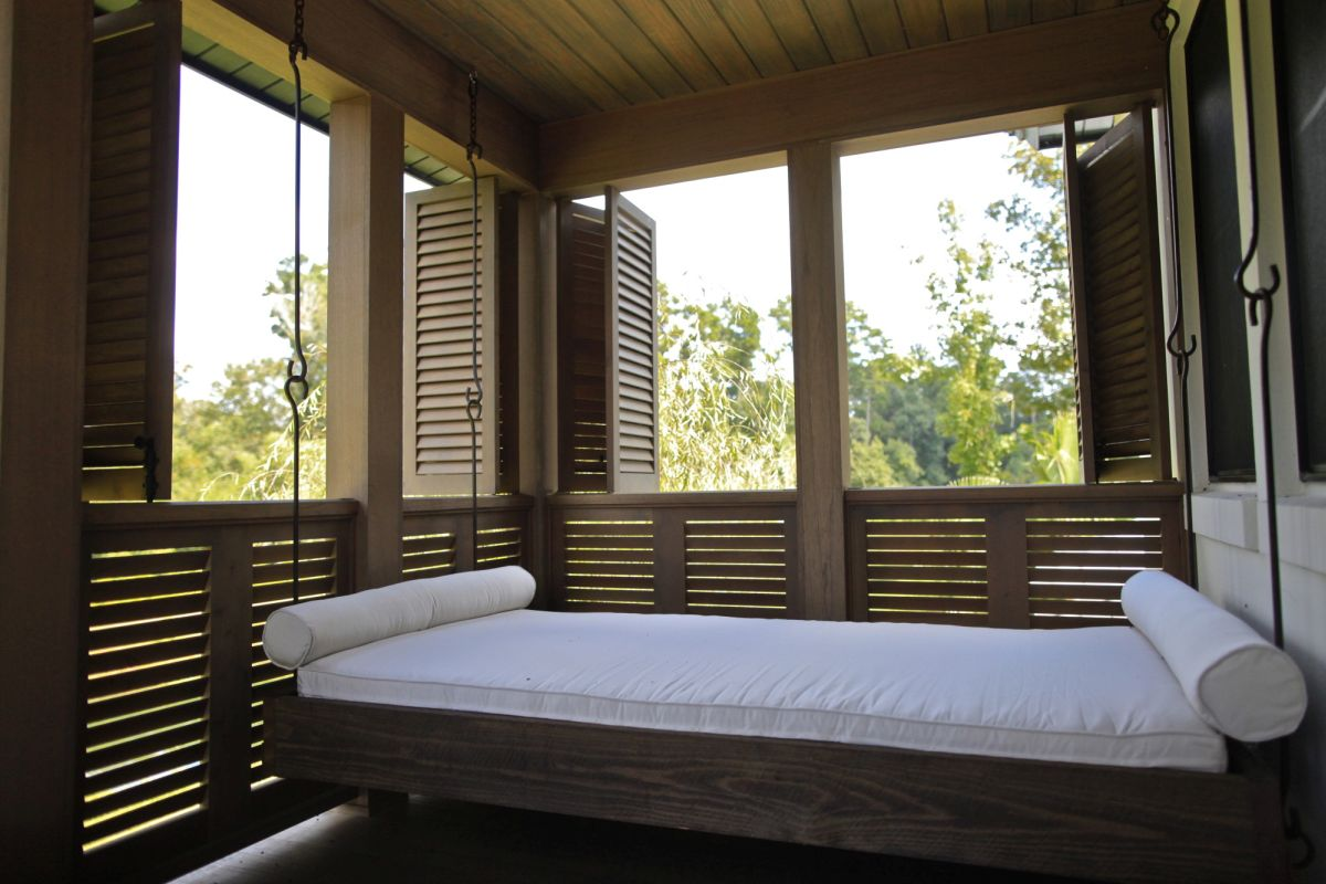 Outdoor floating bed - Floating Outdoor Bed
