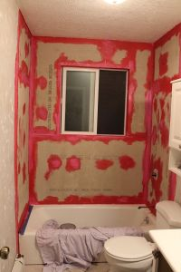 How to Prepare a Tub Surround for Tiling
