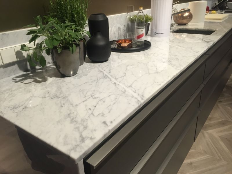Distance Between Countertop And Upper Cabinets Defying The Standards - Custom Countertop Height Kitchens