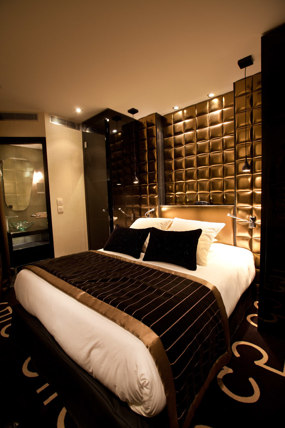 Black And White Bedroom Ideas 15 Luxurious Black And Gold Bedrooms