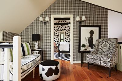 Black and White Wallpapers to Help You Finish Decorating