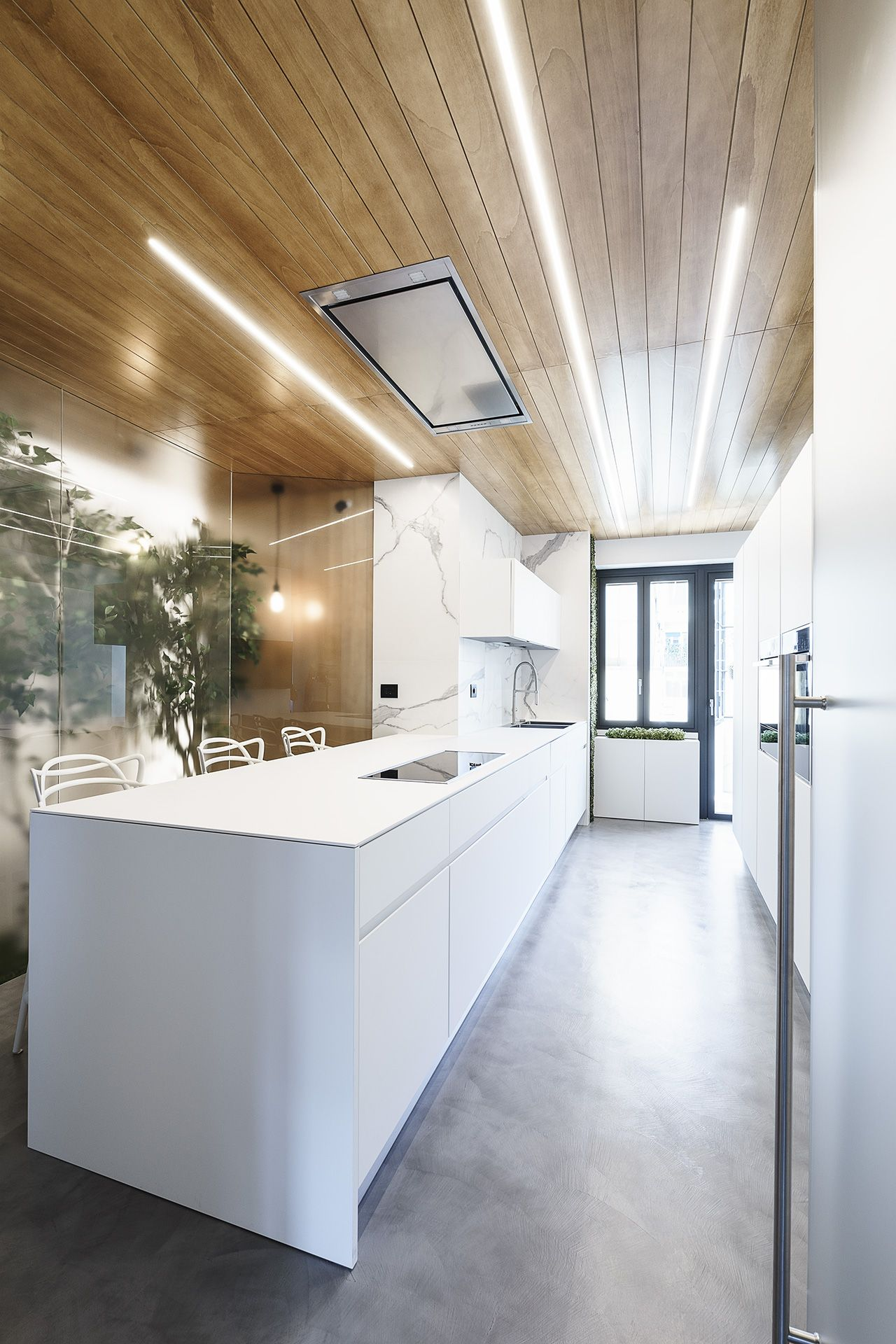 Moderne Holzdecke Modern Design And Trees Define Roman Apartment Used For