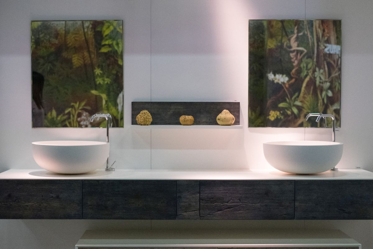 Modern Bathroom Vanity Designs And The Accessories That Complement Them