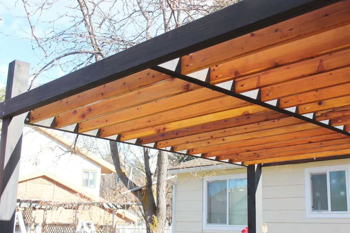 Pergola En L How To Install Modern Pergola Rafters Without Brackets