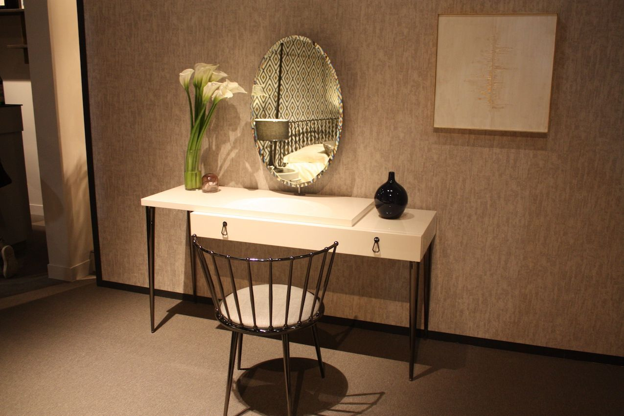 Minimalist Vanity Get Ready In Style With A Luxe Make Up Vanity For Your Bedroom