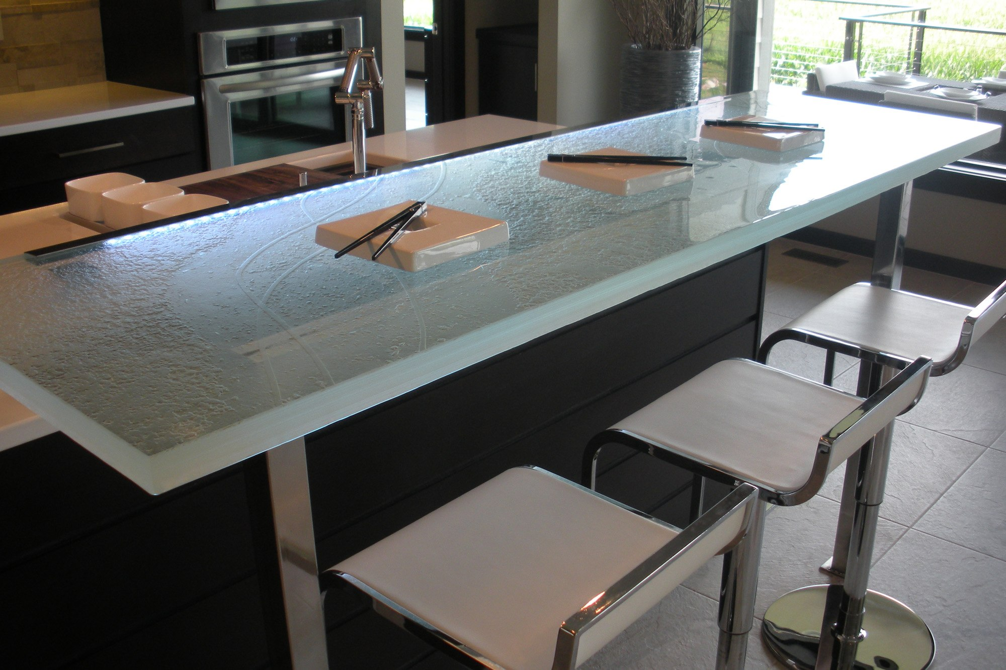 The Ultimate Luxury Touch For Your Kitchen Decor Glass Countertops homesthetics 12