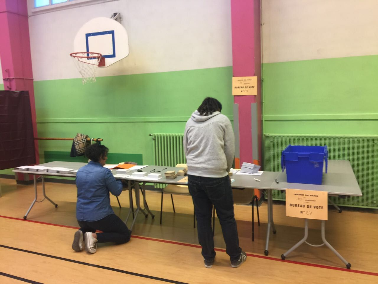 Bureau De Vote Nice I24news Polls Open In France For First Round Of Voting In