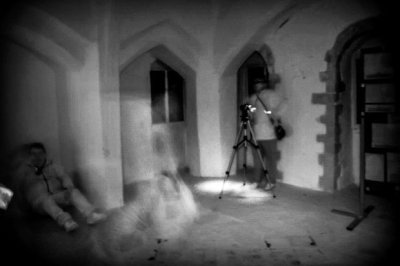 Essex ghost hunter snaps terrifying 'SheWolf' ghoul at UK castle | Daily Star