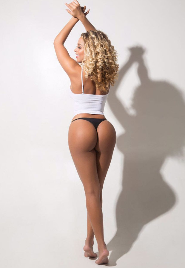 Erika Canela reveals bum in thong