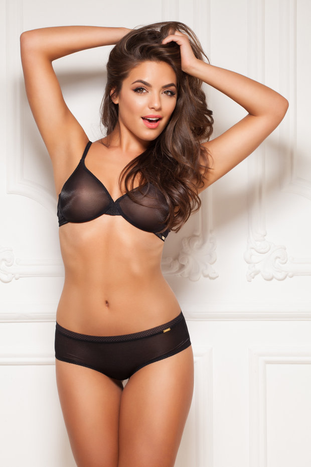 Girl Wallpaper Face Tattoo Holly Valances Sister Flaunts Curves In Sexy Underwear
