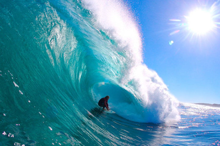 Ocean 3d Dynamic Wallpaper Hot Surfer Guy Rides Huge Killer Waves For A Living