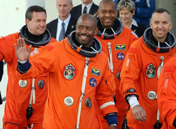 NASA astronaut reveals \u0027alien-like\u0027 encounter on Space Shuttle