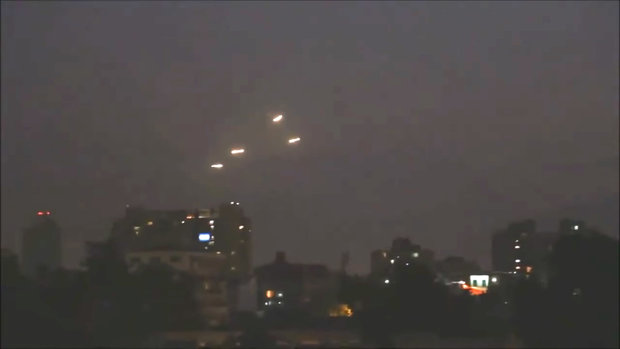 Light Planes Incredible Video Shows Ufo Orbs Above Santiago Chile