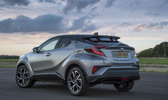 Hybrid Car Lineup Wallpaper 2018 Toyota C Hr Vs Nissan Qashqai Price Specs Pictures And