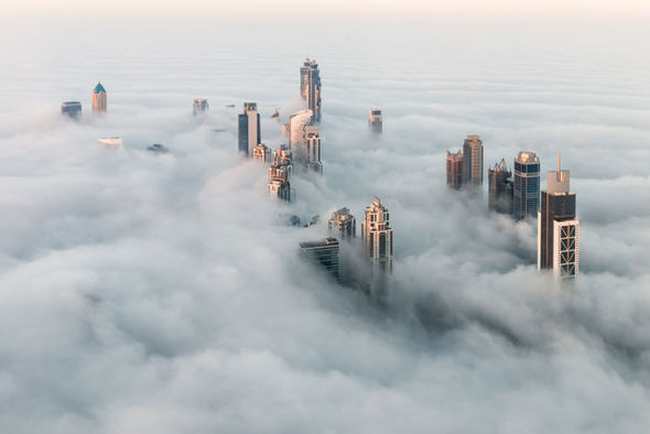 Car Slideshow Wallpaper Thick Fog Causes Traffic Chaos And Flight Delays In Dubai
