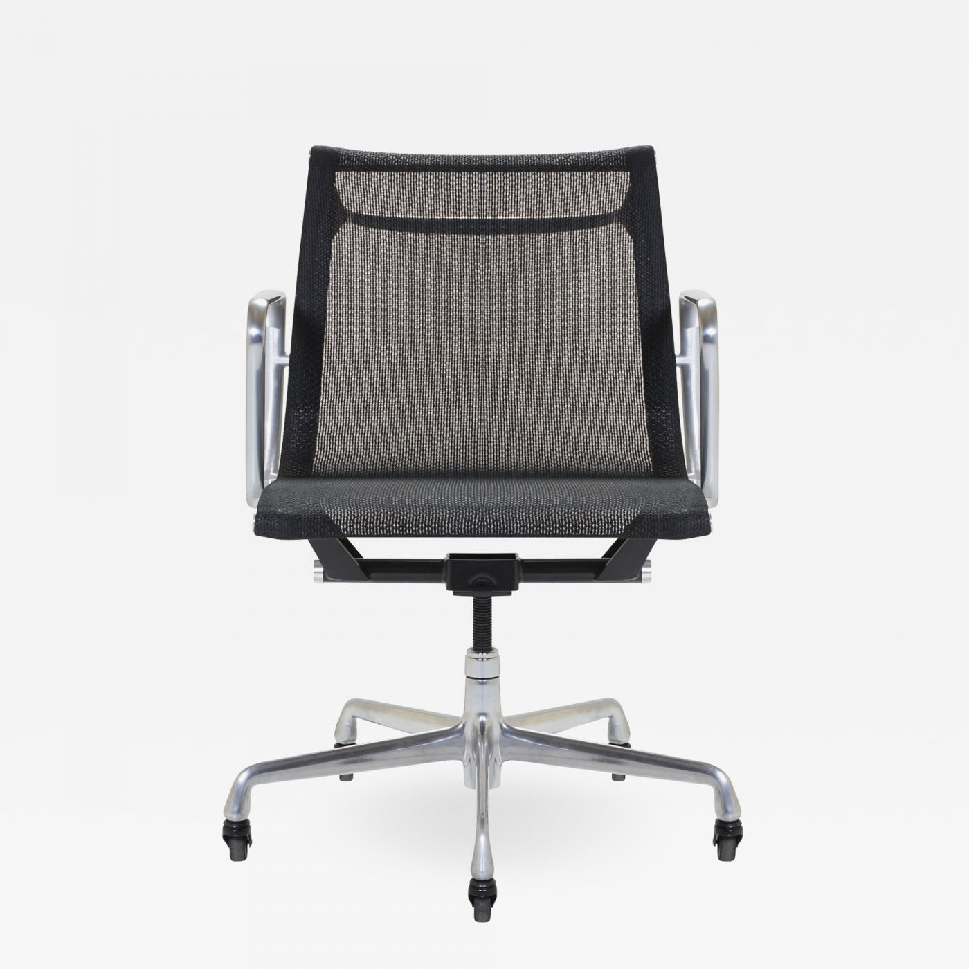 Charles And Ray Eames Chair Charles And Ray Eames Aluminum Group Management Chair By