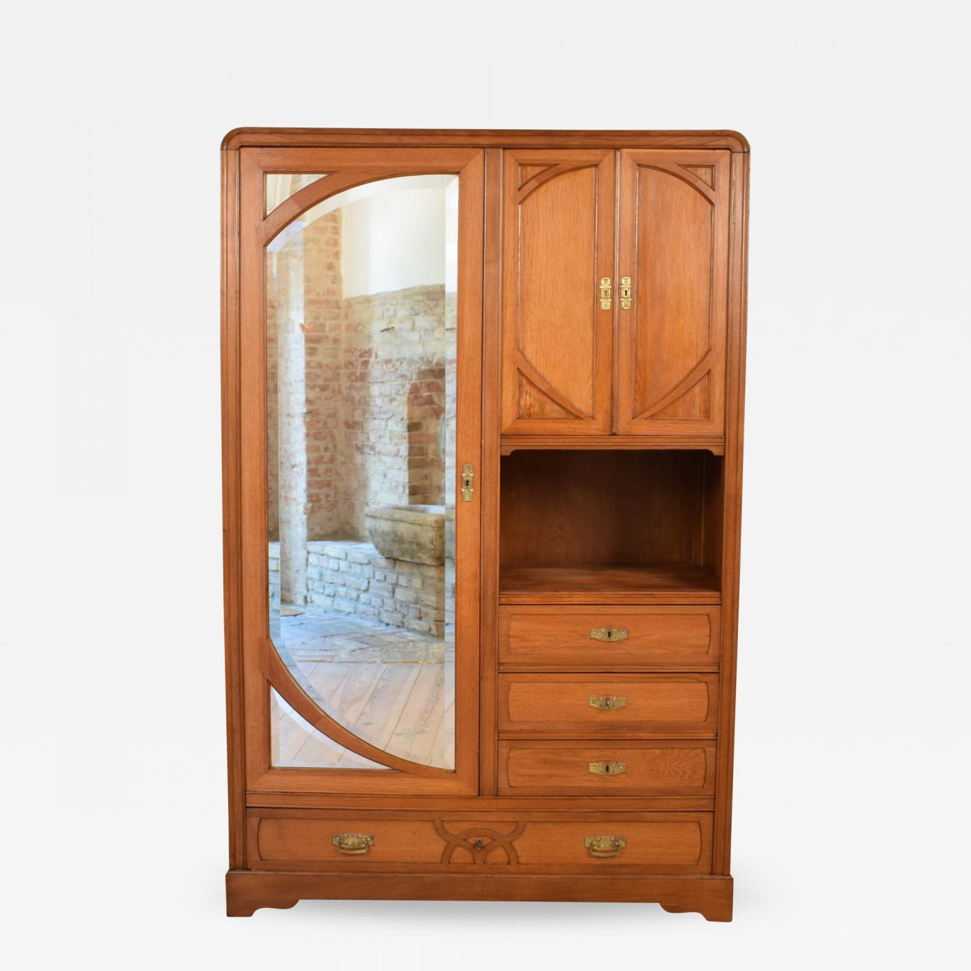 Art Nouveau Möbel Italian Oak Art Nouveau Cabinet Around 1910