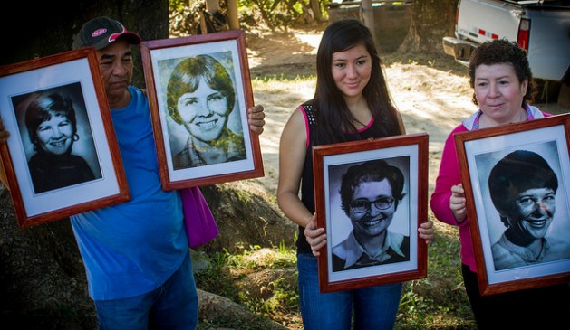 Residents of La Hacienda, in the central department of La Paz in El Salvador, are holding pictures of the four American nuns murdered in 1980 by members of the National Guard, as they attend the commemorations held to mark 35 years of the crime, in December 2015, at the site where it was perpetrated. Credit: Edgardo Ayala/IPS