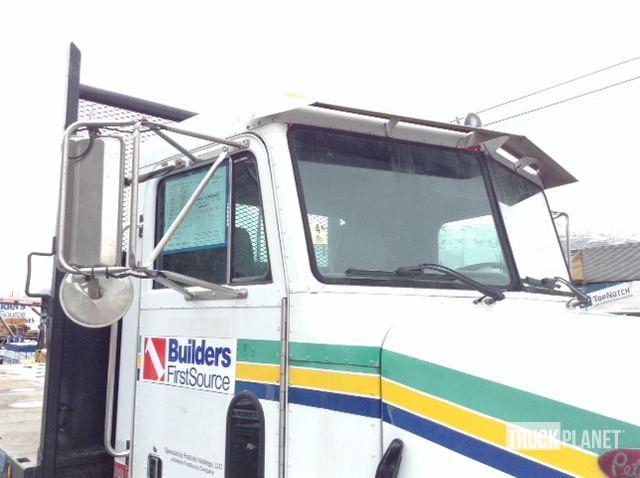 2001 Peterbilt 330 T/A Flatbed Dump Truck in Wenatchee, Washington