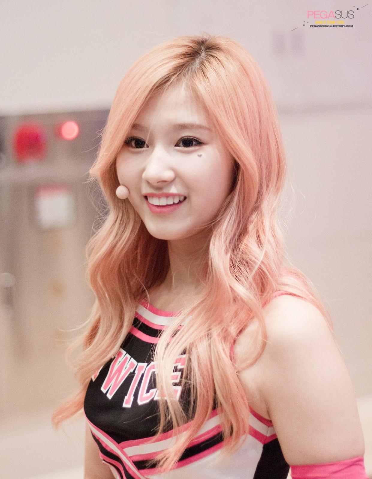 Dahyun Twice Beautiful Girl Wallpaper 10 Times Sana Changed Her Hair Color Since Debut Koreaboo