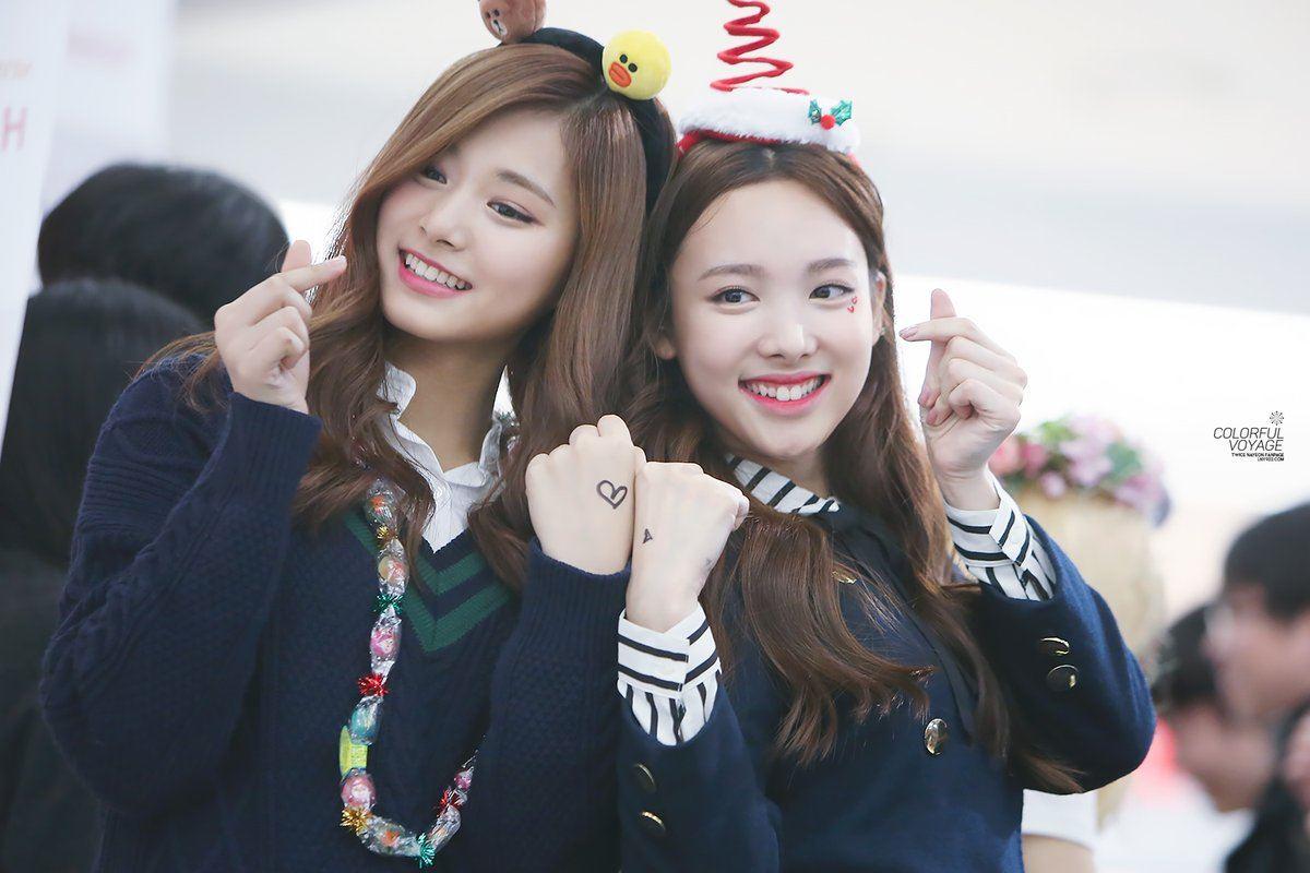 Dahyun Twice Beautiful Girl Wallpaper Nayeon Keeps Trying To Kiss Tzuyu But Tzuyu Doesn T
