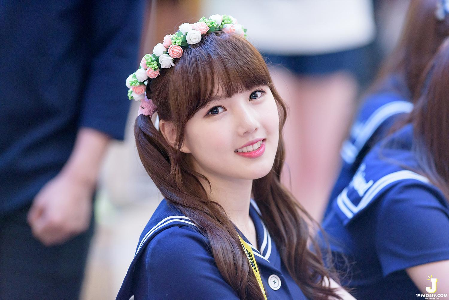 Taeyeon Cute Wallpaper G Friend Yerin Shows The Importance Of Camera Angles