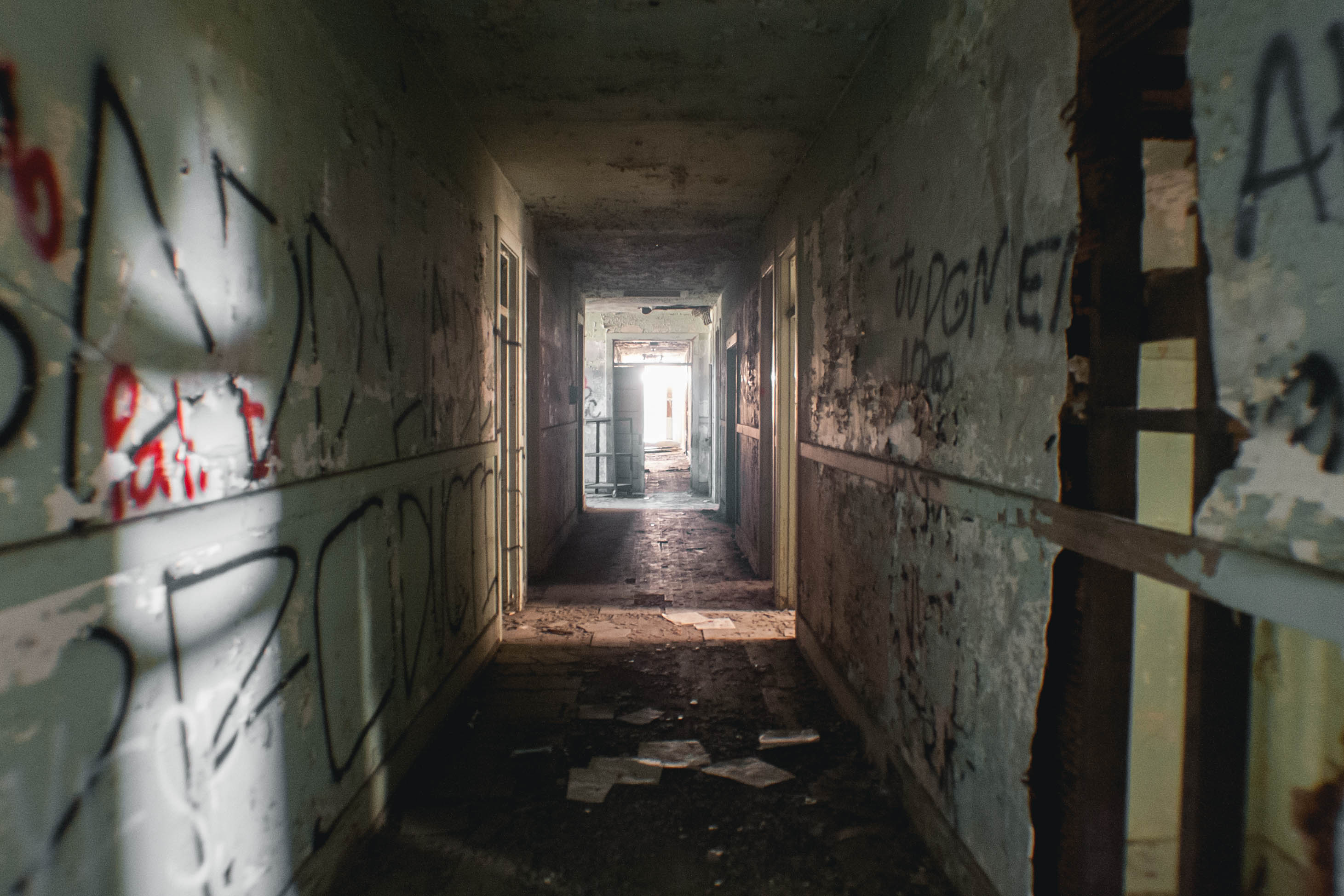 Falling Down A Portal Wallpaper Take A Look Inside Downey S Creepy Abandoned Asylum Los