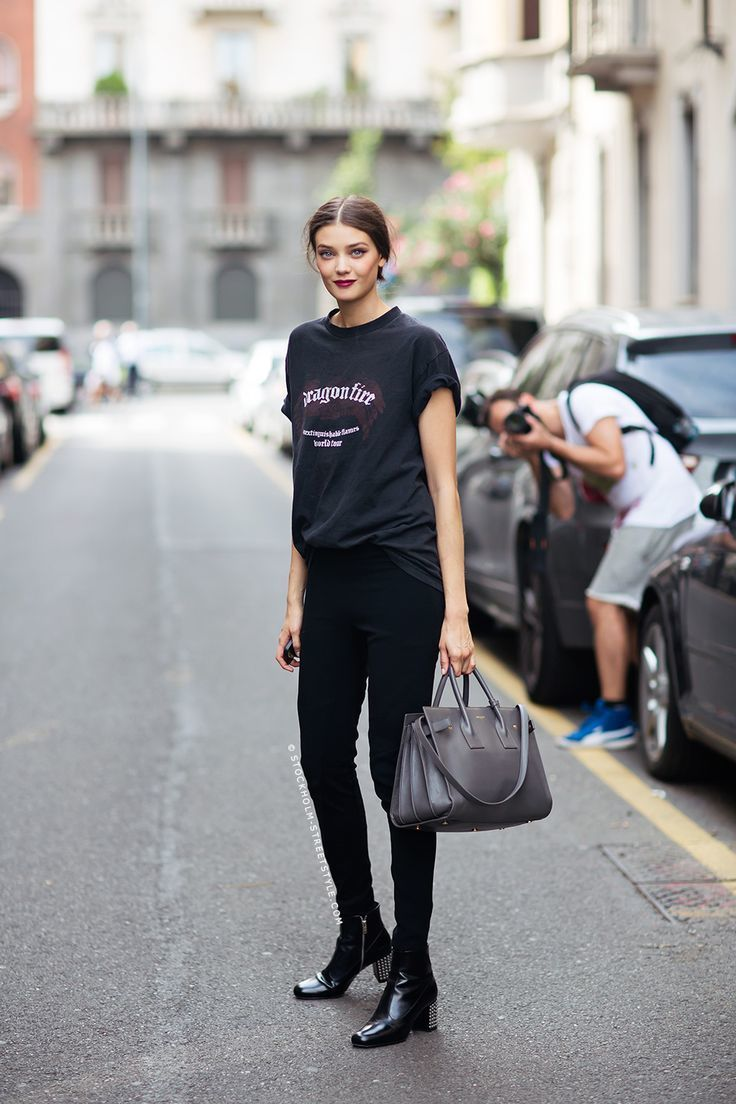 Black t shirt and jeans - Download