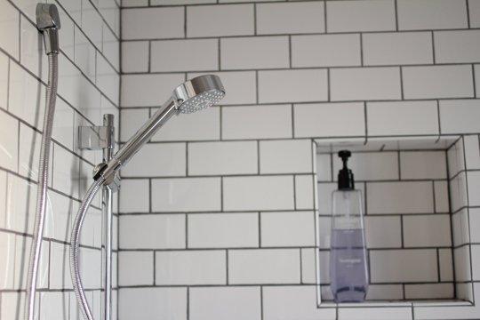 42 Bathroom Storage Hacks That39ll Help You Get Ready Faster