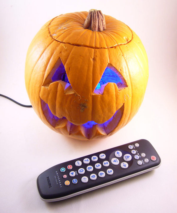 remote_control_color_changing_pumpkin.jpg