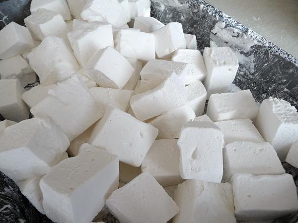 marshmallows_dustwithpowderedsugar.jpg