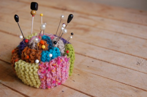 how_to_knit_scraps_pin_cushion.jpg