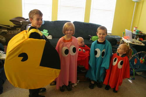pac_man_family_costume.jpg