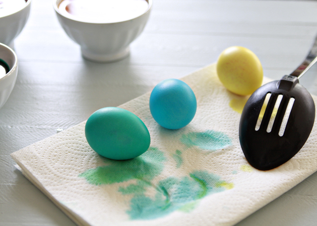 Kidskitchen-Howto-Dye-Eastereggs-Drying