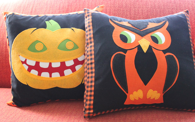 halloweenpillow_finished3.jpg