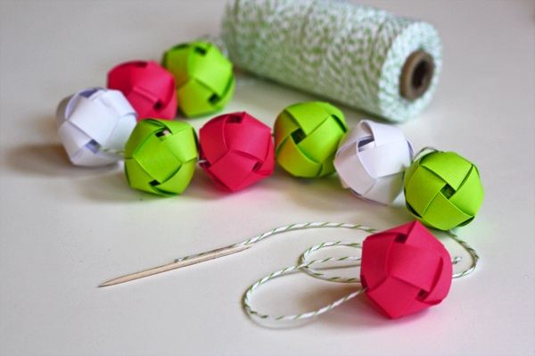 howaboutorange_DIY_paper_ball_garland.jpg