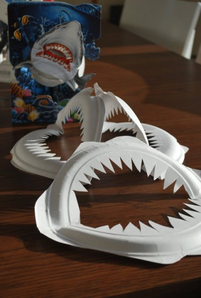 paper-plate-shark-teeth-404x599.jpg
