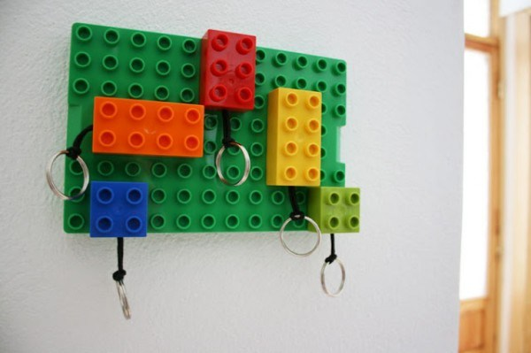 Let's see... your kid gets to play with LEGO, and you have a great, useful present. These DIY LEGO keychains are a no-brainer!