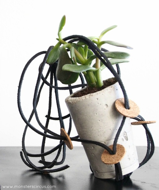monsterscircus_plant_hanger_with_cork