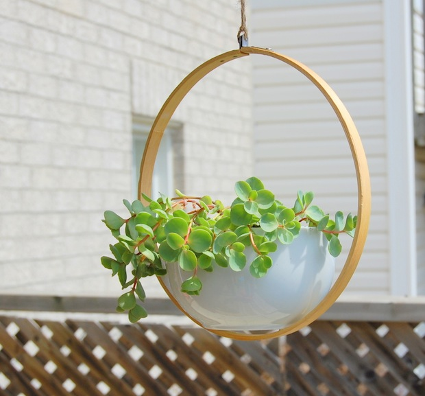 northstory_embroidery_hoop_planter