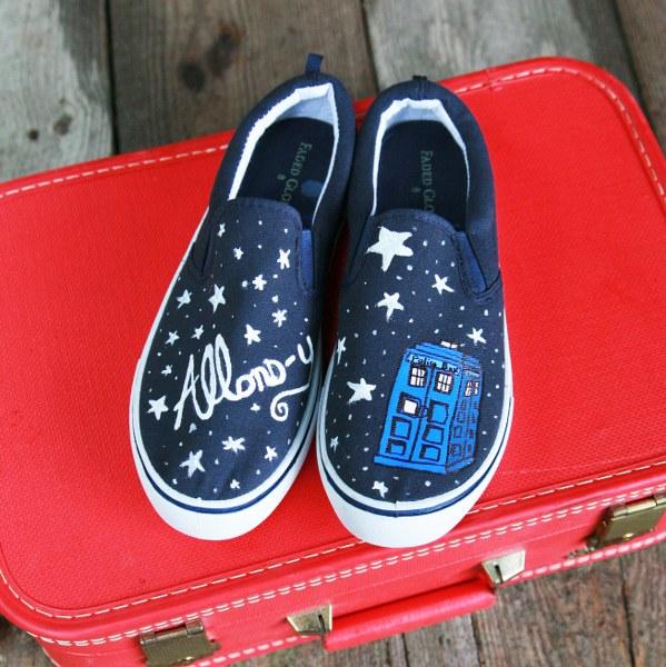 mysocalledcraftylife_TARDIS_shoes