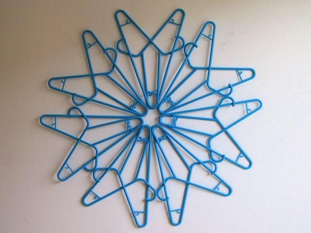 akamundo_sculpture_repetition_pattern_organic_Blue_Plastic_Clothes_Hanger_Snowflake