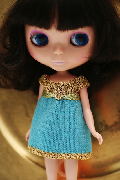 05_Gold_hand_knit_dress_flickr_roundup
