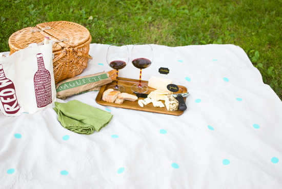 diy-easy-summer-fall-polka-dot-no-sew-picnic-blanket-0051