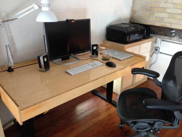 Adjustable_Desk