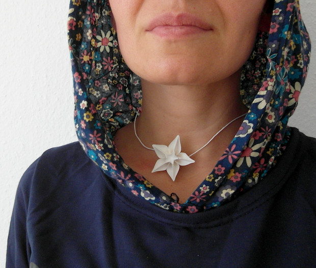 02_origami_flower_necklace_flickr_roundup